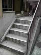 階段の長尺シート貼り 施工前